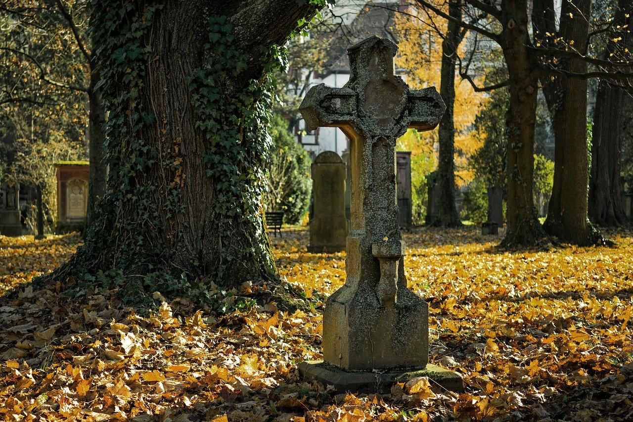 autumn 2182010 1280 - Cimetières et Columbarium
